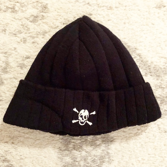 H&M Accessories - Black knit skull & crossbones beanie hat